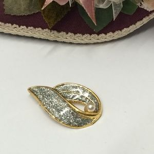 Gorgeous Vintage Glitter & Pearl Brooch